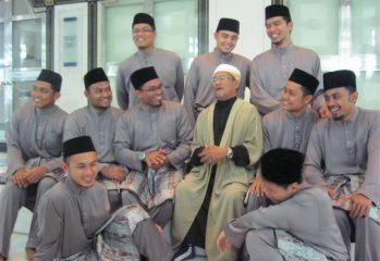 Imam Muda Musim 3 beramah mesra bersama Mudir Imam Muda, Dato Hassan Mahmud Al-Hafiz